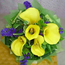 5 Yellow Cala Lily with forget-me-not Handbouquet