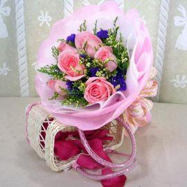 6 peach roses handbouquet