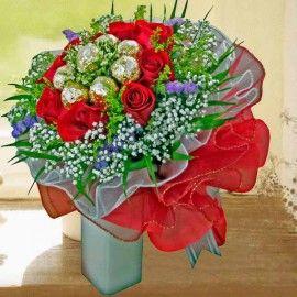 8 Red Roses with 8 Ferrero Rocher Handbouquet