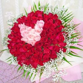 99 red and peach roses handbouquet