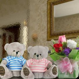 13cm Couple Bear With 3 Mixed Roses Standing Bouquet