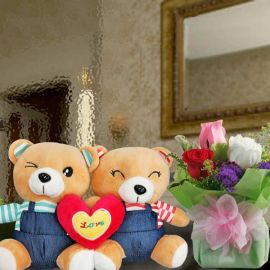 18cm Couple Bear With 3 Mixed Roses Standing Bouquet