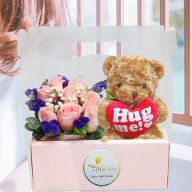 20cm Bear & 8 Peach Roses in Hand Carry Gift Box
