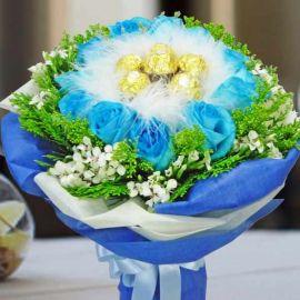 12 Blue Roses with 6 Ferrero Rocher Handbouquet
