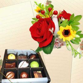 """Elovela"" Gourmet (Fresh)Chocolate 9 pcs With Artificial Flowers"