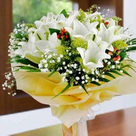12 White Lily Handbouquet.