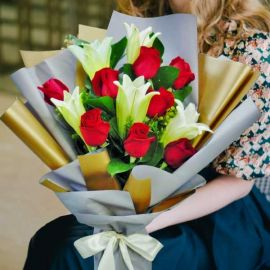 5 Lily with 8 Red Roses Long Wrapping Handbouquet