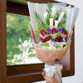5 Calla lilies & 5 Red Roses Hand Bouquet