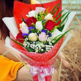 12 Mixed Roses Handbouquet with long wrapping