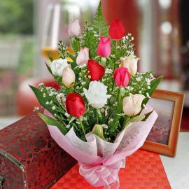 12 mixed Roses standing bouquet
