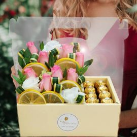 8 Peach Roses & Rochers in Hand Carry Gift Box