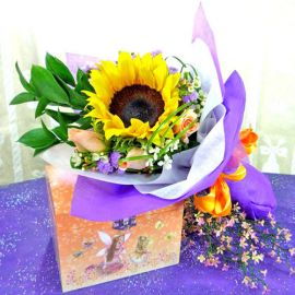 Sunflower and 3 Champagne Roses HandbouquetHandbouquet