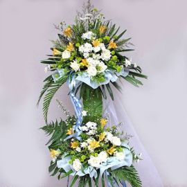 White fresh roses with artificial yellow lily 6 feet height