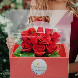 10 Red Roses in Hand Carry Gift Box